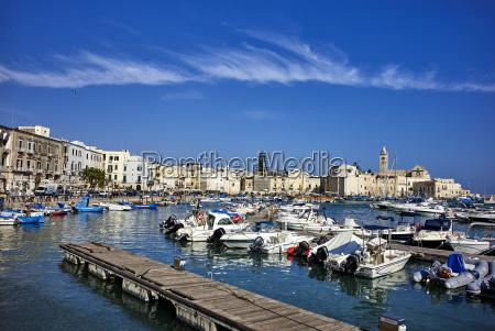 o porto maritimo de trani apuliaitaliamediterraneoeuropa